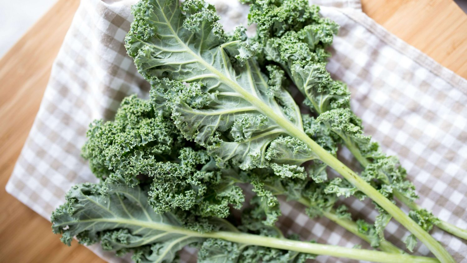 Easy, Cheesy Vegan Kale Chips Recipe, By Emalyse the Naturopath